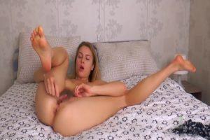 Rus Kadın Kendini Tatmin Ediyor