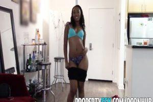 Emlakçı Kadın Striptiz Yaptı