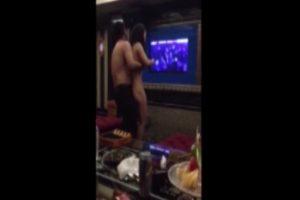 Çinde Karaoke Odası Pornosu