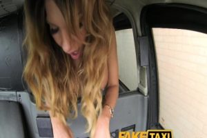 Olgun Hatun Takside Sikişiyor