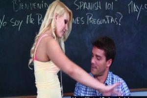 Utangaç Liseli Öğretmenini Baştan Çıkarıyor