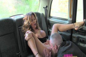 Yaşlı Adam Şanslı Gününde Kadın Taksi Şoförüne Denk Geliyor