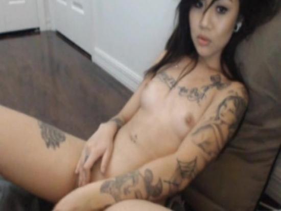 Asyalı Dövmeli Hatunun Mastürbasyonu